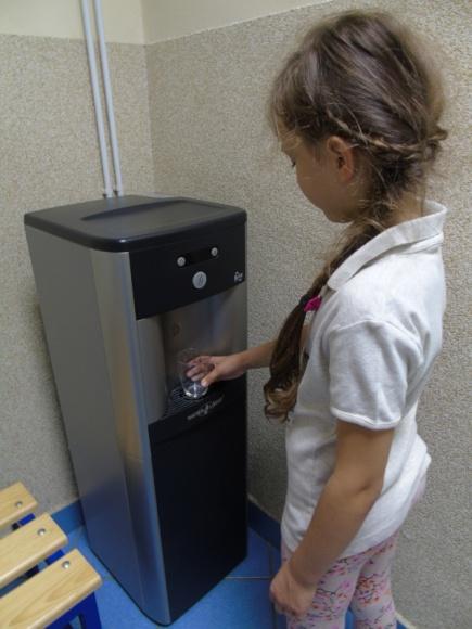 Ideal Group dostarcza darmową wodę do radomskich szkół
