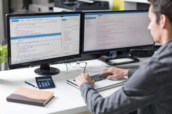 Outsourcing IT – dlaczego warto powierzyć go polskim software house'om