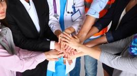 Jak wybrać najlepszą polisę dla firmy? – poradnik