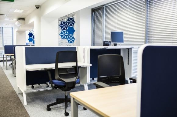 Ciasne, ale własne… biuro. Jak efektywnie zagospodarować małą przestrzeń?