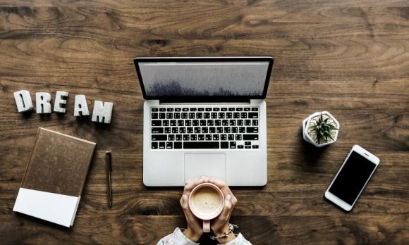 """Na ile freelancer jest faktycznie """"free""""? Blaski i cienie wolnego zawodu"""