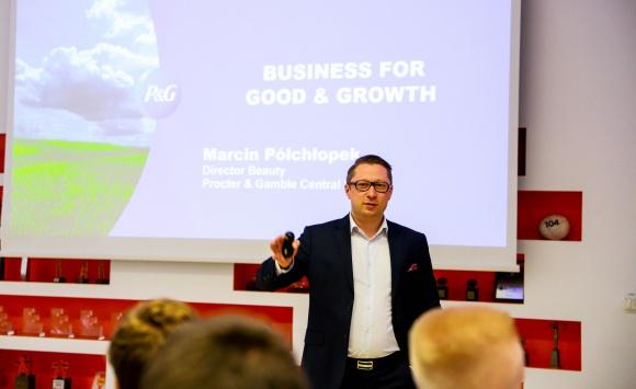 Liderzy przyszłości uczyli się zarządzać globalną firmą na P&G CEO Challenge