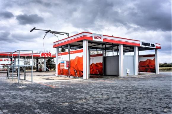Eurowash poszukuje pracowników i rozbudowuje halę BIZNES, Firma - Białostocka marka Eurowash, jedna z trzech największych polskich firm produkujących samoobsługowe myjnie bezdotykowe, w trudnym 2020 roku zainwestowała w rozwój. Rozbudowuje halę produkcyjną i zwiększa zatrudnienie.