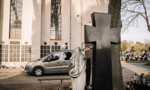 Psychiczne i duchowe aspekty pogrzebów online